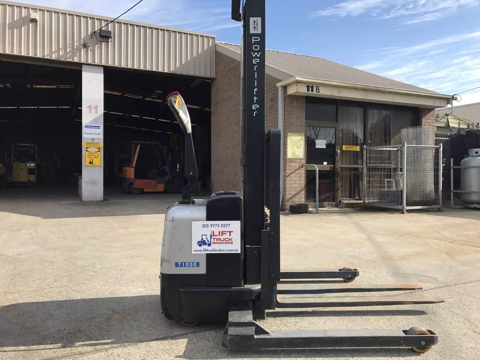 Powerlifter Walkie Stacker Forklift with New Battery1000Kg Capacity